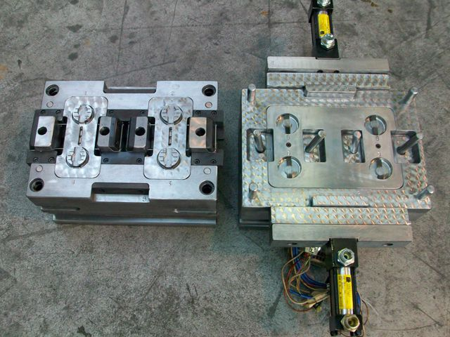 Four cavity mould for make-up containers
